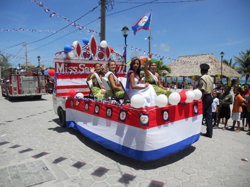 Miss San Pedro Float at Holiday Parade