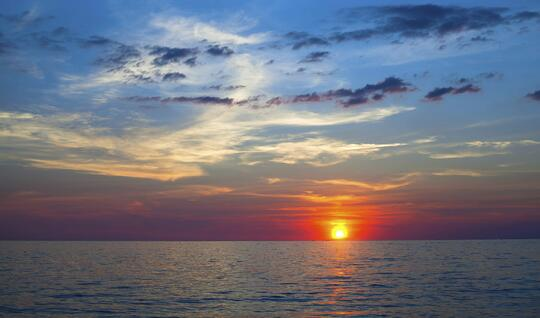 Beautiful_Sunset_Over_the_Ocean