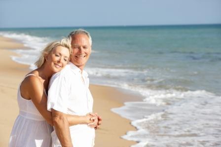 Happy_Couple_on_the_Beach_2.jpg